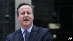 ນາຍົກລັດຖະມົນຕີ ອັງກິດ ທ່ານ David Cameron ກ່າວຖະແຫລງ ຢູ່ນອກ ບ້ານພັກຂອງນາຍົກລັດຖະມົນຕີ 10 Downing Street ໃນນະຄອນຫຼວງ London, ວັນທີ 20 ກຸມພາ 2016.