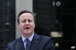 ນາຍົກລັດຖະມົນຕີ ອັງກິດ ທ່ານ David Cameron ກ່າວຖະແຫລງຢູ່ນອກ ບ້ານພັກຂອງນາຍົກ ເຮືອນເລກທີ 10 ຖະໜົນ Downing ໃນນະຄອນລອນດອນ, ວັນທີ 20 ກຸມພາ 2016.