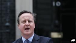 Britanski premijer Dejvid Kameron ispred rezidencije u Dauning Stritu 10. najavljuje referendum 23. juna.
