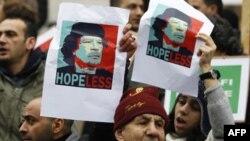 От Каддафи уходят дипломаты