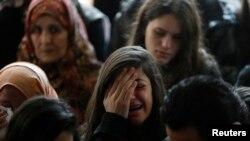 Filistinli bakan Ziyad Ebu Eyn'in cenaze töreninde ağlayan akrabaları