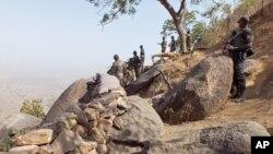 Sojojin Kamaru masu yakar Boko Haram su na sintiri a bakin iyakarsu da Najeriya