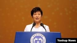 박근혜 한국 대통령이 지난 3월 서울에서 열린 제96주년 3·1절 기념식에서 기념사를 하고 있다.