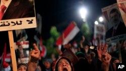 د جولای د درېیمې نه راپدیخوا د محمد مرسي پلویانو د هغه د لیرې کیدو خلاف مظاهرو ته دوام ورکړی.