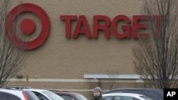 美國目標百貨公司信用卡和借記卡消費數據遭黑客竊取。(2013年12月26日該百貨公司新澤西州一分店)