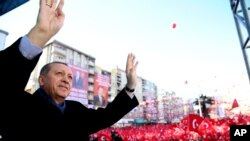Turkey's President Recep Tayyip Erdogan waves to the crowd during his first official campaign stop in Kahramanmaras, southeastern Turkey, Feb. 17, 2017, ahead of an April 16 national referendum on expanding executive powers.