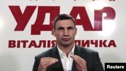 El boxeador y lider de UDAR (golpe) Vitaly Klitschko desafiará al presidente Viktor Yanukovich en Ucrania.