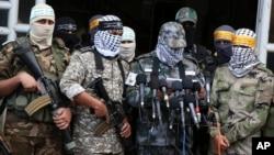 与法塔赫有关联的阿克萨烈士旅激进分子在记者会上宣读反对美国总统川普承认耶路撒冷为以色列首都的声明。(2017年12月7日)