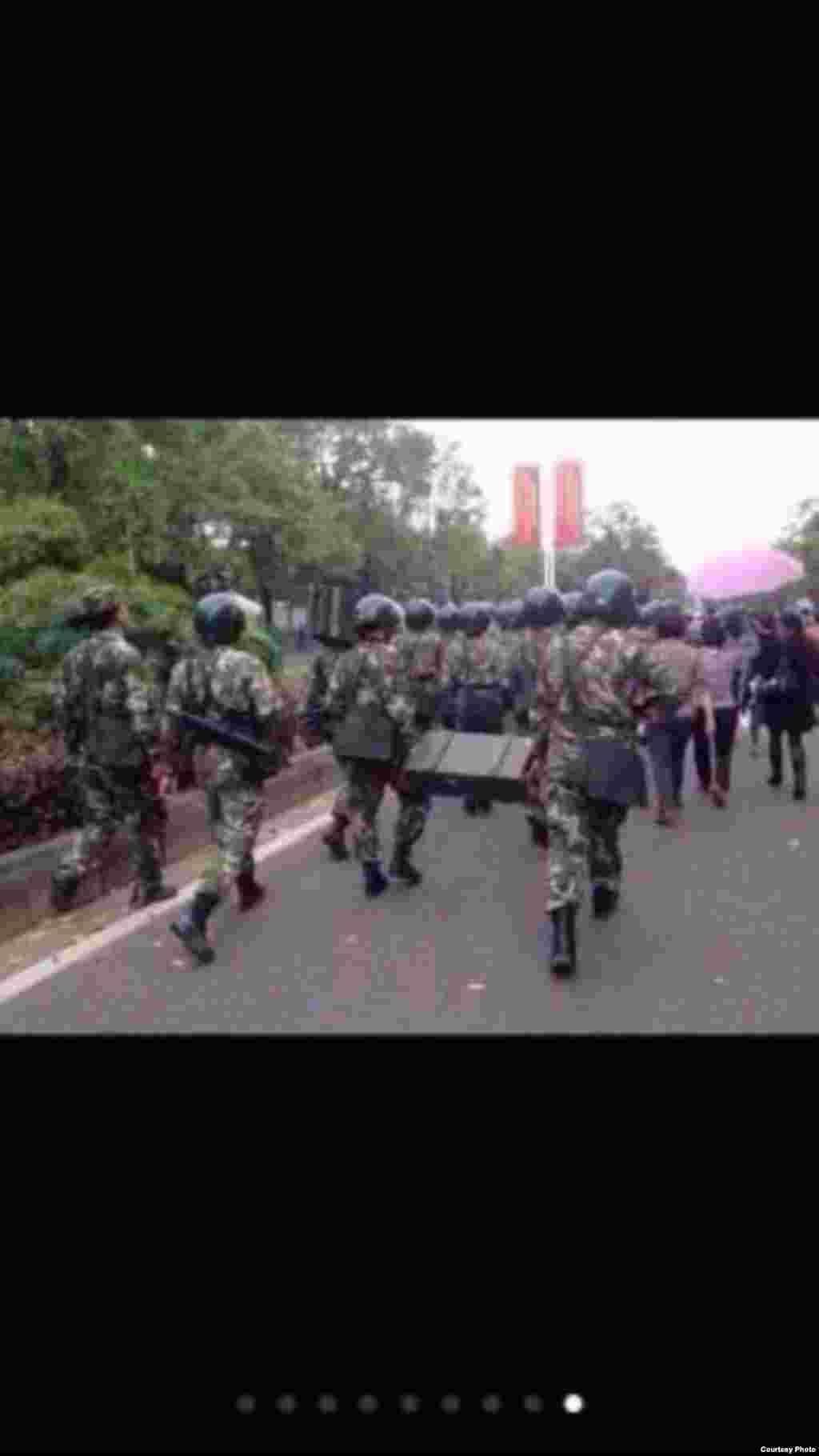 武警出动,前往压制茂名的抗议行动