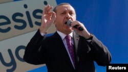 Presiden Turki Recep Tayyip Erdogan berpidato dalam pemukaan sebuah sekolah imam khatib di Ankara (18/11).