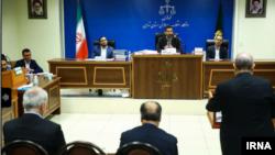 عکس آرشیوی از یک جلسه برگزاری دادگاه اقتصادی در ایران