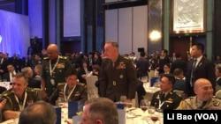 美军参联会主席邓福德上将2017年6月2日出席香格里拉对话会 (美国之音黎堡摄)