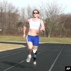 مصنوعی ٹانگ کے ذریعے ایک سوکلومیٹر دوڑ جیتنے والی باہمت اتھلیٹ ایمی ونٹرز