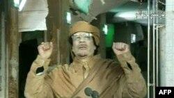Gadafi: Protestat nuk do të më detyrojnë të jap dorëheqjen