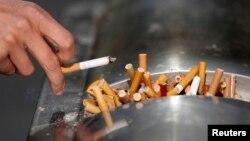 Un reporte advierte que probablemente no se cumpla con la meta de reducir el porcentaje de fumadores en los Estados Unidos a los niveles necesarios.