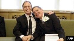 У Нью-Йорку одружилась перша одностатева пара