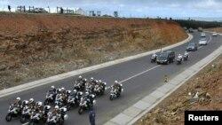 Ler cortège funèbre transportant le cercueil de Nelson Mandela.