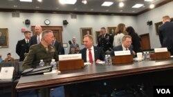 美国国防部和军方高级官员2019年5月1日到国会作证(美国之音黎堡拍摄)