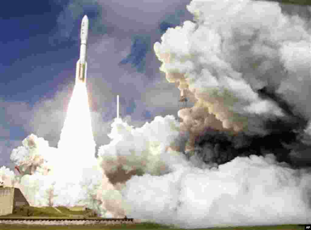 A United Launch Alliance Atlas V rocket carrying NASA's Mars Science Laboratory (MSL) Curiosity rover lifts off from Launch Complex 41at Cape Canaveral Air Force Station in Cape Canaveral, Fla., Saturday, Nov. 26, 2011. The rocket will deliver a science