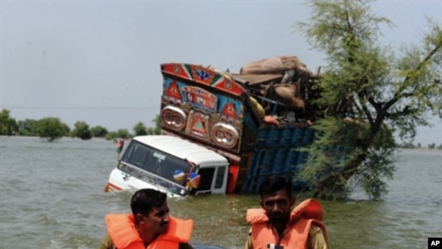 Pakistani army rescuers pass a stranded truck as they search for flood survivors to evacuate from Khairpur Nathan Shah, 4 Sep 2010