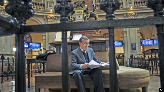 A trader reads at Madrid's bourse as euro gave up gains on comments from a senior German official who dampened optimism that European leaders will take decisive steps to contain the region's debt crisis at this week's summit, in Madrid, Spain, December 7,