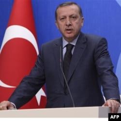 Turkiya Bosh vaziri Rajap Toyyip Erdog'an va uning partiyasi islohotlar avjida va Turkiya tezlikda taraqqiy etmoqda deya jar solmoqda