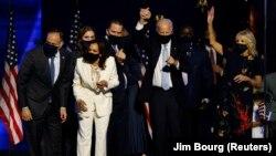 UMnu. Joseph Biden loNkosikazi Kamala Harris bathakazelela ukunqoba kukhetho lukamongameli kwele Melika. (REUTERS)
