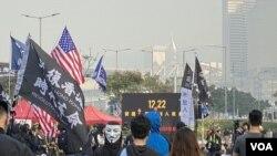 香港網民在中環愛丁堡廣場發起聲援維吾爾族人集會,約有1千人參與,並取得警方發出不反對通知書。(攝影: 美國之音湯惠芸)