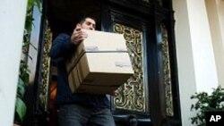 برطانیہ: ایرانی سفارت کاروں کی وطن واپسی
