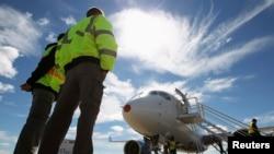 کانادا مایل است که شرکت بمباردیر با ایرباس اروپا و بوئینگ آمریکا در بازار ایران رقابت کند.