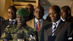 Shugaban juyin mulkin Mali Amadou Haya Sanogo ke jawabi