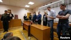 30일 러시아 모스크바 법정에서 반 푸틴 인터넷 블로거 알렉세이 나발리가 재판을 받고 있다.
