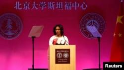 美国第一夫人米歇尔•奥巴马在北京大学斯坦福中心发表演说。(2014年3月22日)