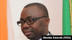 Joël Aïvo, constitutionaliste et professeur de droit à la faculté des sciences politiques à l'Université du Bénin, 22 mars 2017. (VOA/Ginette Adandé)
