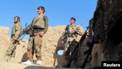 Các binh sĩ Afghanistan đứng canh gác ở tỉnh Helmand ngày 20/12/2015.