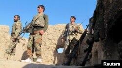 지난 20일 아프가니스탄 헬만드 주에서 정부 군이 전초기지를 지키고 있다. (자료사진)