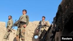 ទាហាននៃកងកម្លាំងជាតិអាហ្វហ្គានីស្ថានឈរយាមប៉ុស្តិ៍ក្នុងខេត្ត Helmand កាលពីថ្ងៃទី២០ ខែធ្នូ ឆ្នាំ២០១៥។