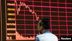 Una gráfica de preocupación en el Mercado de Valores de Shanghai.