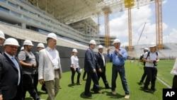 Pejabat FIFA dan komite Piala Dunia Brasil 2014 melakukan inspeksi Stadium Arena de Sao Paulo (20/1), dalam rangkaian inspeksi stadium-stadium di seluruh Brasil menjelang Piala Dunia 2014.