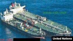 유엔 안보리 대북제재위원회가 지난 3월 공개한 연례보고서는 북한과의 환적에 연루된 것으로 보이는 선박들의 해상 불법활동을 보여주는 사진을 첨부했다.