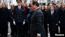 Francuski predsednik Fransoa Oland i gradonačelnica Pariza An Idalgo na komemorativnoj ceremoniji, Pariz 5. januar 2015.