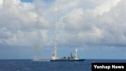 환태평양훈련(림팩)에 참가 중인 한국 해군 구축함 서애류성룡함(7천600t급)이 본격적인 훈련에 앞서 지난달 18일 하와이 근해에서 처음으로 SM-2 대공미사일을 발사해 2개의 표적을 요격하는 등 4발의 유도탄 발사를 성공적으로 마쳤다.