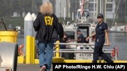 Agenti FBI i pripadnici Obalske straže na mjestu nesreće u Južnoj Kaliforniji