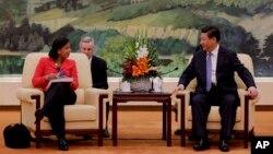 중국을 방문 중인 수전 라이스 백악관 국가안보보좌관(왼쪽)이 9일 베이징 인민대회당에서 시진핑 중국 국가주석과 면담했다.