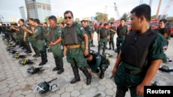 Riot police officers attend a training session ahead of demonstrations in central Phnom Penh, file photo.