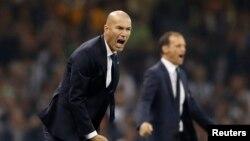 Zinédine Zidane, entraîneur du Real Madrid, à gauche, et son collègue Massimiliano Allegri de la Juventus lors d'un match de la Ligue des champions, le 3 juin 2017