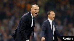 Zinédine Zidane, entraîneur du Real Madrid, à gauche, et son collègue Massimiliano Allegri de la Juventus lors de la finale de la Ligue des champions, Cardiff, le 3 juin 2017.