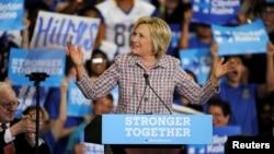 La candidate démocrate Hillary Clinton donnant un discours à Omaha, Nebraska, 1 août 2016.