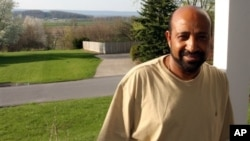 Ethiopian opposition figure Berhanu Nega, shown at his home in Pennsylvania April 25, 2009, is calling for talks with the government in Addis Ababa following the death of Prime Minister Meles Zenawi.