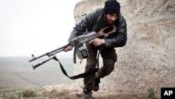 Sirijski pobunjenici u gradu Azazu (arhivski snimak)